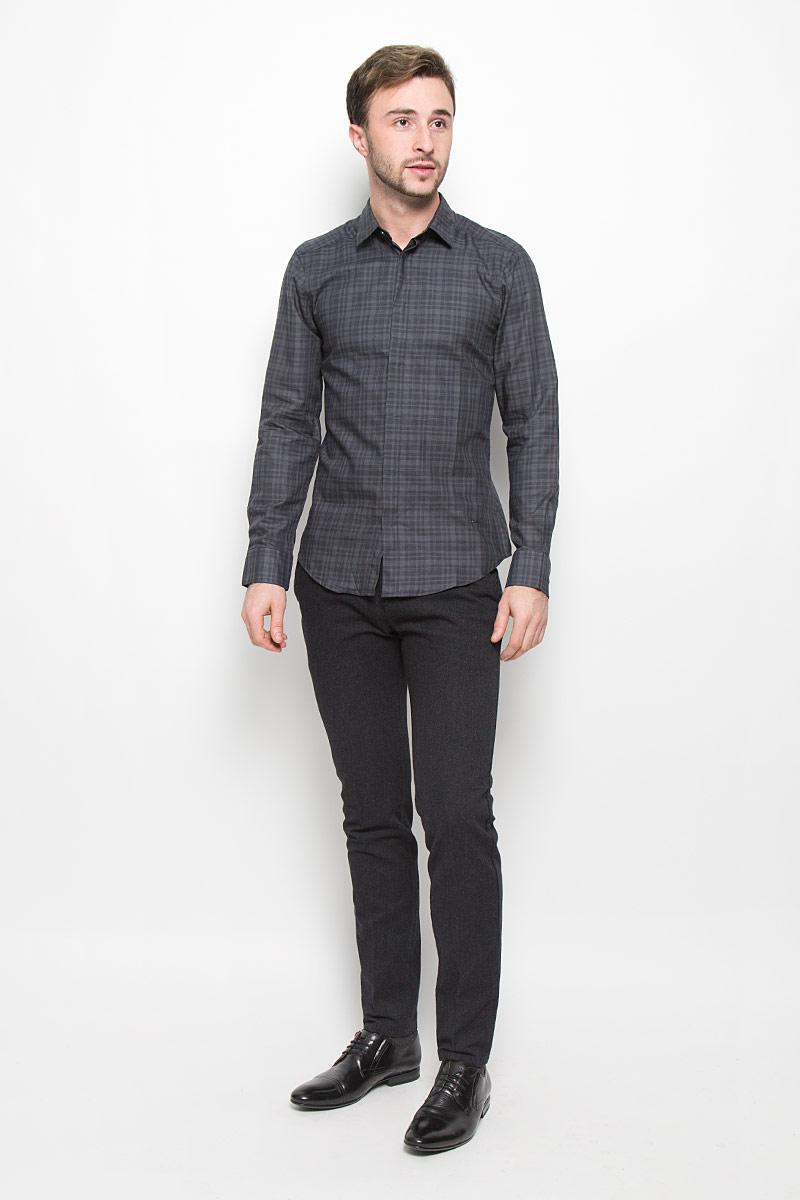 Рубашка мужская Mexx, цвет: темно-серый. MX3023647. Размер XL (52)MX3023647Мужская рубашка Mexx выполнена из натурального хлопка. Рубашка slim fit с длинными рукавами и отложным воротником застегивается на пуговицы спереди. Манжеты рукавов также застегиваются на пуговицы. Рубашка оформлена принтом в клетку.