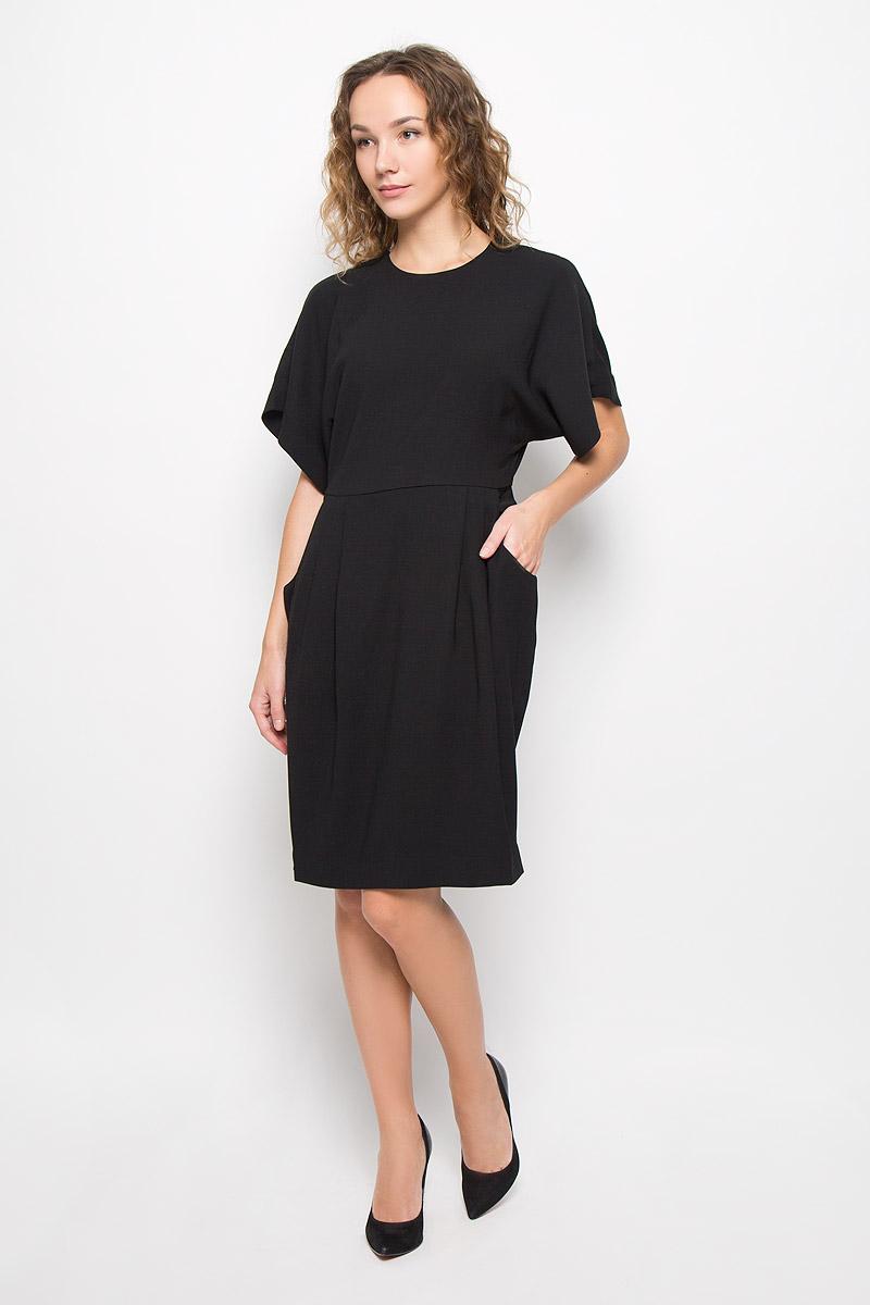 Платье Mexx, цвет: черный. MX3024426_WM_DRS_008. Размер L (48/50)MX3024426_WM_DRS_008_001Стильное платье выполнено из высококачественного легкого материала. Модель А-силуэта с круглым вырезом горловины и рукавами-кимоно сзади застегивается на молнию, оригинальную кнопку и крючок. На спине оформлено большим декоративным вырезом, по бокам платье дополнено двумя глубокими врезными карманами.