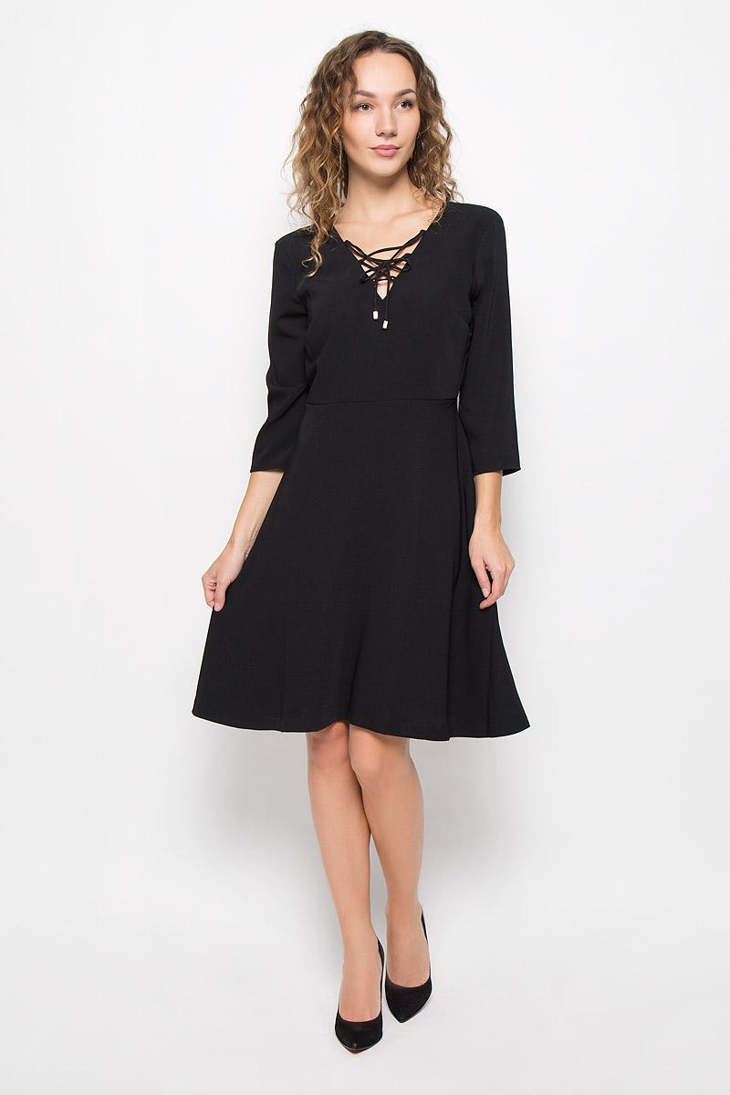 Платье Mexx, цвет: черный. MX3025252_WM_DRS_008. Размер L (48/50)MX3025252_WM_DRS_008_001Стильное платье выполнено из высококачественного полиэстера. Модель А-силуэта с V-образным вырезом горловины и рукавами длины 3/4 с на спинке застегивается на молнию. Горловина оформлена переплетенным шнурком.