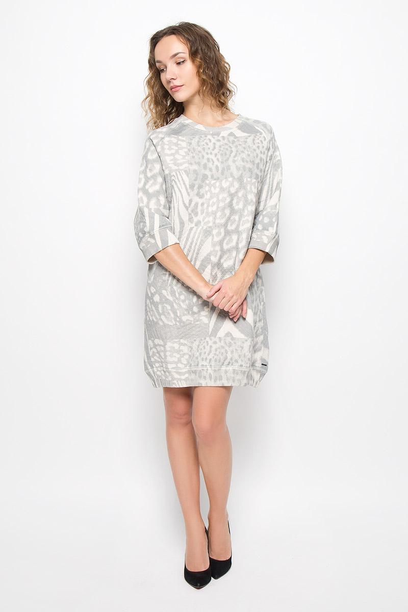 Платье Diesel, цвет: серый. 00SUKD-0CAKV/129. Размер S (42)00SUKD-0CAKV/129Стильное платье выполнено из высококачественного материала. Платье свободного силуэта с круглым вырезом горловины и рукавами 3/4. Горловина, манжеты рукавов и низ изделия дополнены трикотажными резинками.