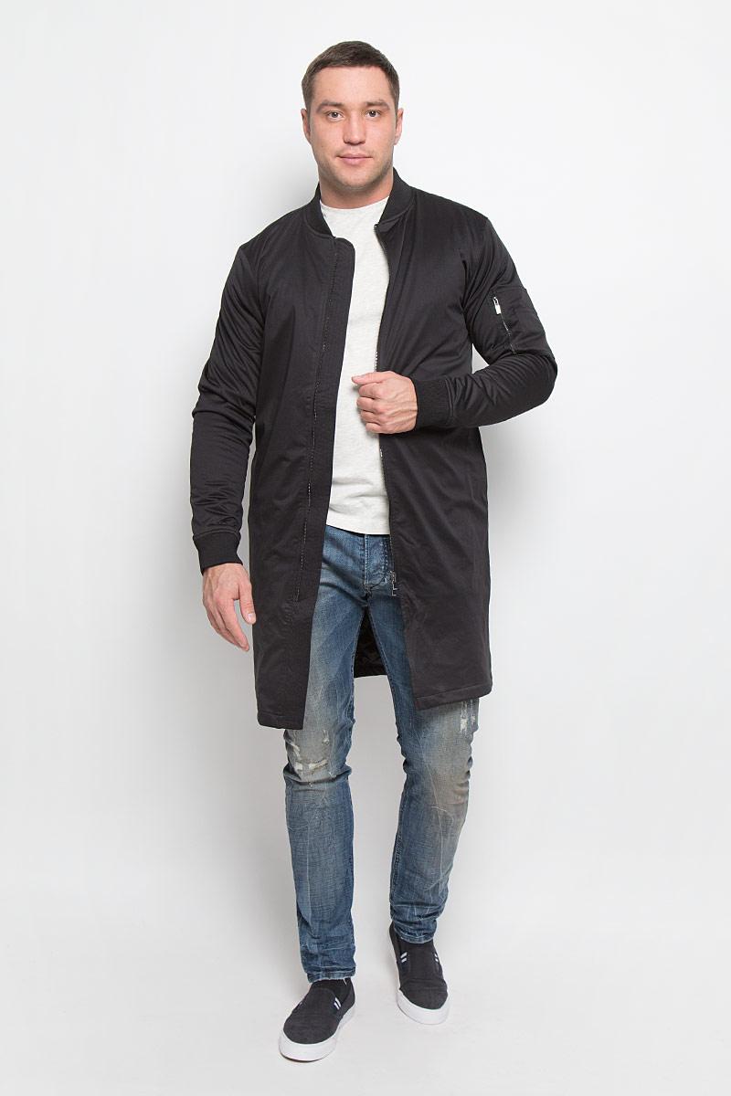 Пальто мужское Mexx, цвет: черный. MX3024693_MN_COA_008. Размер XL (54)MX3024693_MN_COA_008_001Стильное мужское пальто Mexx подчеркнет вашу индивидуальность. Пальто изготовлено из полиэстера и утеплено синтепоном.Модель с трикотажным воротником-стойкой застегивается на металлическую застежку-молнию.Пальто дополнено двумя врезными карманами, на рукаве одним накладным на молнии и одним маленьким накладным кармашком. С внутренней стороны имеется один врезной карман.Манжеты рукавов дополнены широкими резинками.