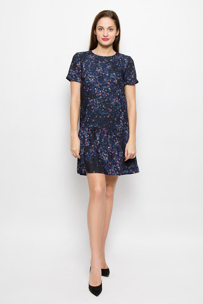 Платье Selected Femme, цвет: черный, синий. 16051734. Размер 36 (42)16051734_BlackСтильное платье выполнено из высококачественного легкого материала с полупрозрачной подкладкой. Модель с круглым вырезом горловины и короткими рукавами застегивается на спинке на пуговицу. Модель модной расцветки дополнит ваш образ и подчеркнет достоинства вашей фигуры.