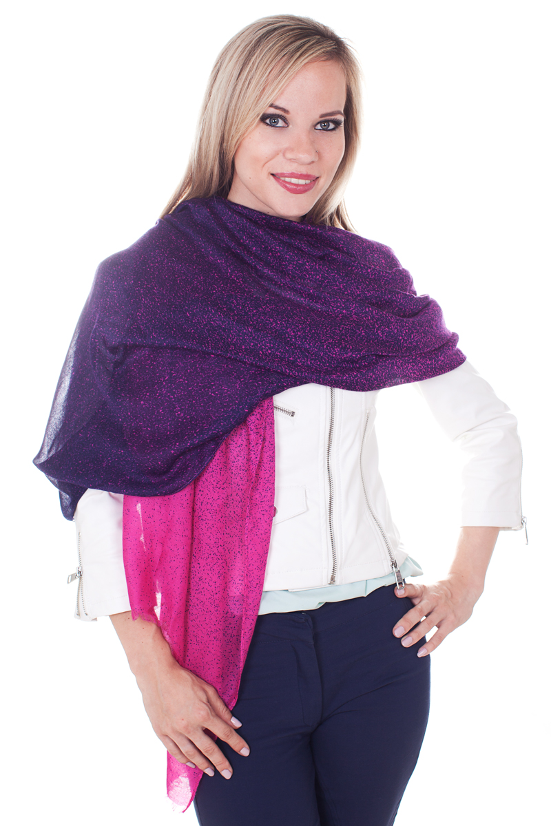 Палантин Sophie Ramage, цвет: фиолетовый, фуксия, темно-синий. YY-21629-5. Размер 90 см х 180 смYY-21629-5Стильный женский палантин Sophie Ramage станет великолепным завершением любого наряда.Палантин изготовлен из модала с добавлением шерсти. По краям модель дополнена неширокой бахромой. Изящный палантин поможет вам создать изысканный женственный образ, а также согреет в непогоду.