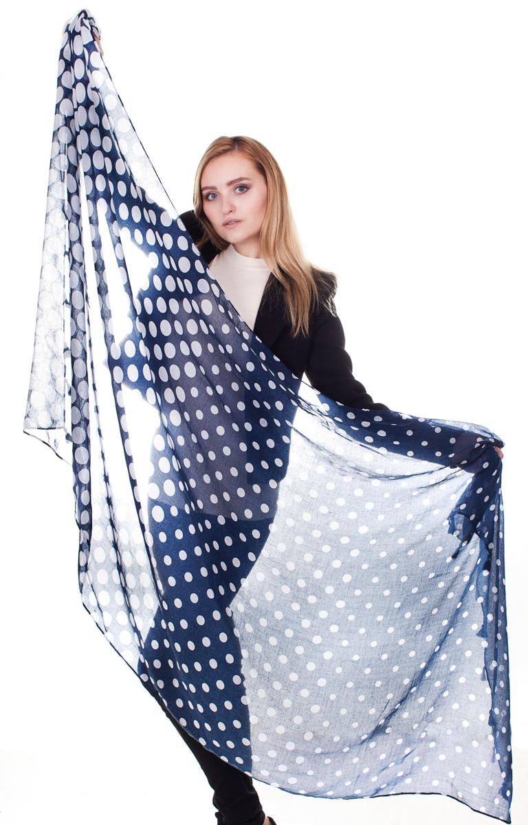 Палантин Sophie Ramage, цвет: синий, белый. YY-21682-4. Размер 90 см х 180 смYY-21682-4Стильный женский палантин Sophie Ramage станет великолепным завершением любого наряда.Палантин изготовлен из модала с добавлением шерсти и оформлен гороховым принтом. Изящный палантин поможет вам создать изысканный женственный образ, а также согреет в непогоду.