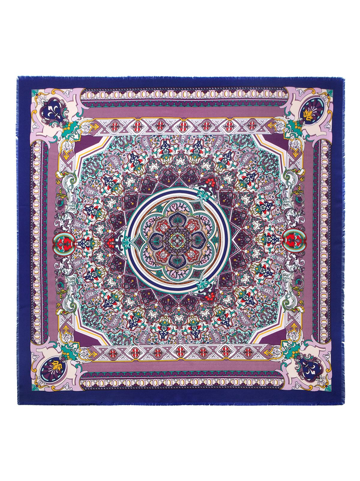 Платок женский Labbra, цвет: лиловый, мультицвет. LSZ33-526. Размер 110 см х 110 смLSZ33-526Платок от Labbra изготовлен из вискозы с добавлением шерсти и оформлен ярким принтом. Края изделия декорированы бахромой.