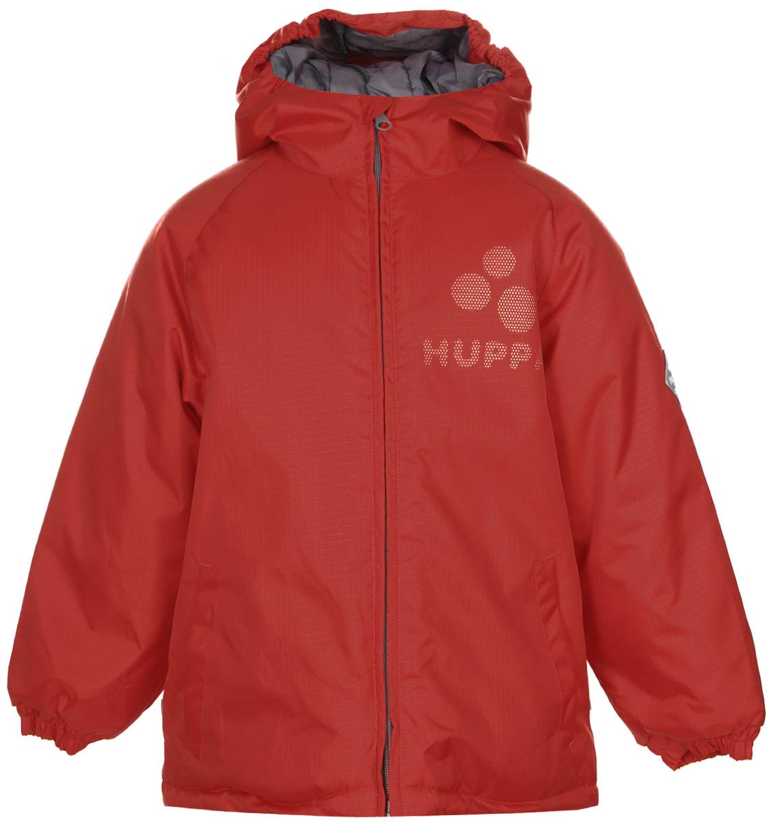 Куртка детская Huppa Classy, цвет: красный. 17710030-004. Размер 11617710030-004Яркая детская куртка Huppa Classy идеально подойдет для ребенка в прохладное время года. Куртка изготовлена из водоотталкивающей и ветрозащитной ткани и утеплена синтепоном (100% полиэстер). В качестве подкладки также используется полиэстер. Куртка с капюшоном застегивается на пластиковую застежку-молнию и дополнительно имеет внутренний ветрозащитный клапан, а также защиту подбородка. По краю капюшон дополнен эластичными вставками. Низ рукавов обработан манжетами на резинках. Модель спереди дополнена втачными карманами. Куртка спереди и сзади оформлена светоотражающими элементами в виде названия бреда. На левом рукаве расположена небольшая нашивка с названием бренда. В такой куртке ваш ребенок будет чувствовать себя комфортно, уютно и всегда будет в центре внимания!
