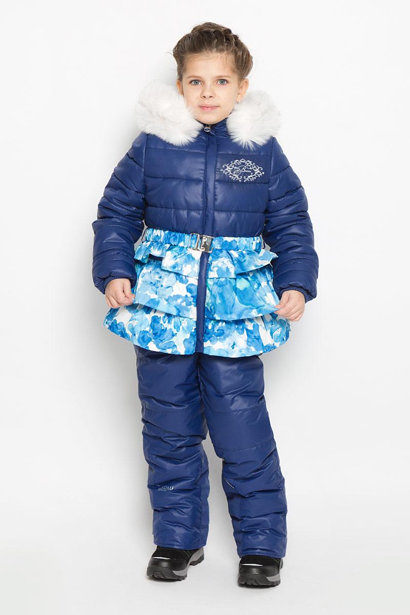 Комплект для девочки Boom!: куртка, полукомбинезон, цвет: темно-синий. 64347_BOG_вар.3. Размер 92, 1,5-2 года64347_BOG_вар.3Теплый комплект для девочки Boom! идеально подойдет вашей дочурке в холодное время года. Комплект состоит из куртки и полукомбинезона, изготовленных из водоотталкивающей ткани с утеплителем из синтепона. Куртка на мягкой флисовой подкладке застегивается на пластиковую застежку-молнию и дополнительно имеет внутренний ветрозащитный клапан, и защиту подбородка. Курточка дополнена несъемным капюшоном, декорированным меховой опушкой на молнии. Дополнен капюшон скрытой резинкой со стопперами. Низ рукавов дополнен внутренними трикотажными манжетами, которые мягко обхватывают запястья. На талии расположены шлевки для ремня. В комплект входит эластичный поясок. Понизу куртка дополнена оборками. Оформлена модель цветочным принтом и вышивкой с названием бренда. Полукомбинезон с грудкой застегивается на пластиковую застежку-молнию и имеет наплечные эластичные лямки, регулируемые по длине. Лямки пристегиваются при помощи липучек. На талии предусмотрена вшитая широкая эластичная резинка, которая позволяет надежно заправить рубашку, водолазку или свитер. По бокам предусмотрены два прорезных кармана. Снизу брючин дополнены внутренними манжетами с прорезиненными полосками, препятствующими попадаю снега в обувь и не дающими брючинам ползти вверх, а также предусмотрены отвороты, чтобы модель могла расти вместе с ребенком.Светоотражающие вставки не оставят вашего ребенка незамеченным в темное время суток. Комфортный, удобный и практичный комплект идеально подойдет для прогулок и игр на свежем воздухе!