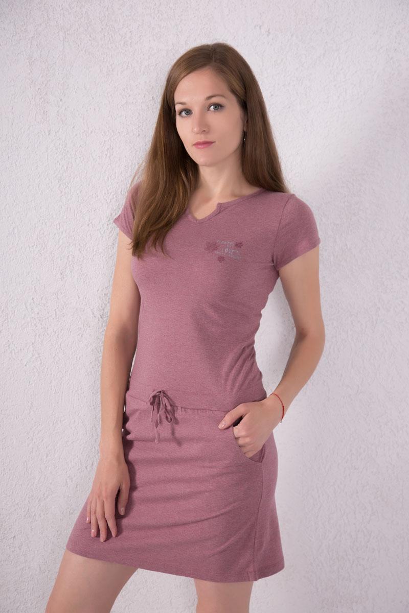Платье домашнее Violett, цвет: лиловый. 7117110702. Размер M (46)7117110702Платье домашнее Violett выполнено из натурального хлопка. Платье с фигурным вырезом горловины и короткими рукавами. Спереди расположены два кармана. Модель оформлена надписями и цветочным принтом. На талии изделие оснащено затягивающимся шнурком.