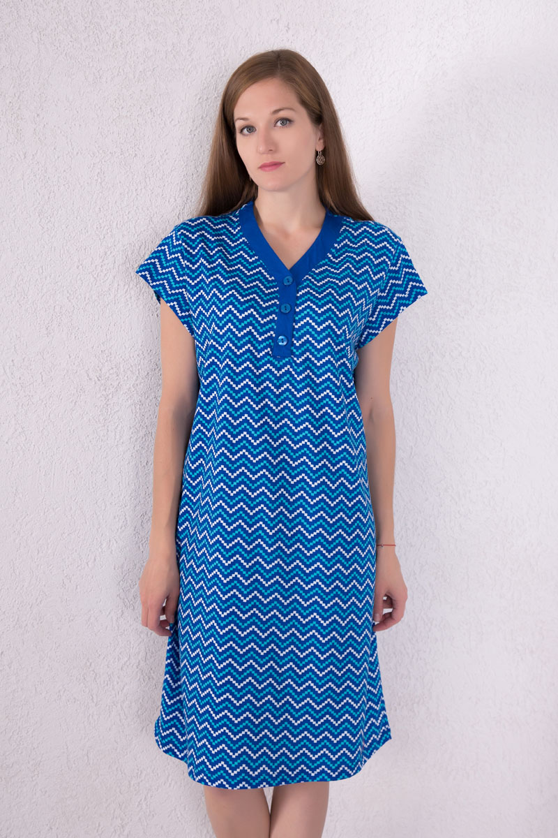 Платье домашнее Violett, цвет: синий, белый, ментоловый. 7117110803. Размер XL (50)7117110803Домашнее платье Violett выполнено из натурального хлопка. Платье-миди с V-образным вырезом горловины и короткими рукавами застегивается спереди на три пуговицы. Оформлено изделие оригинальным принтом.