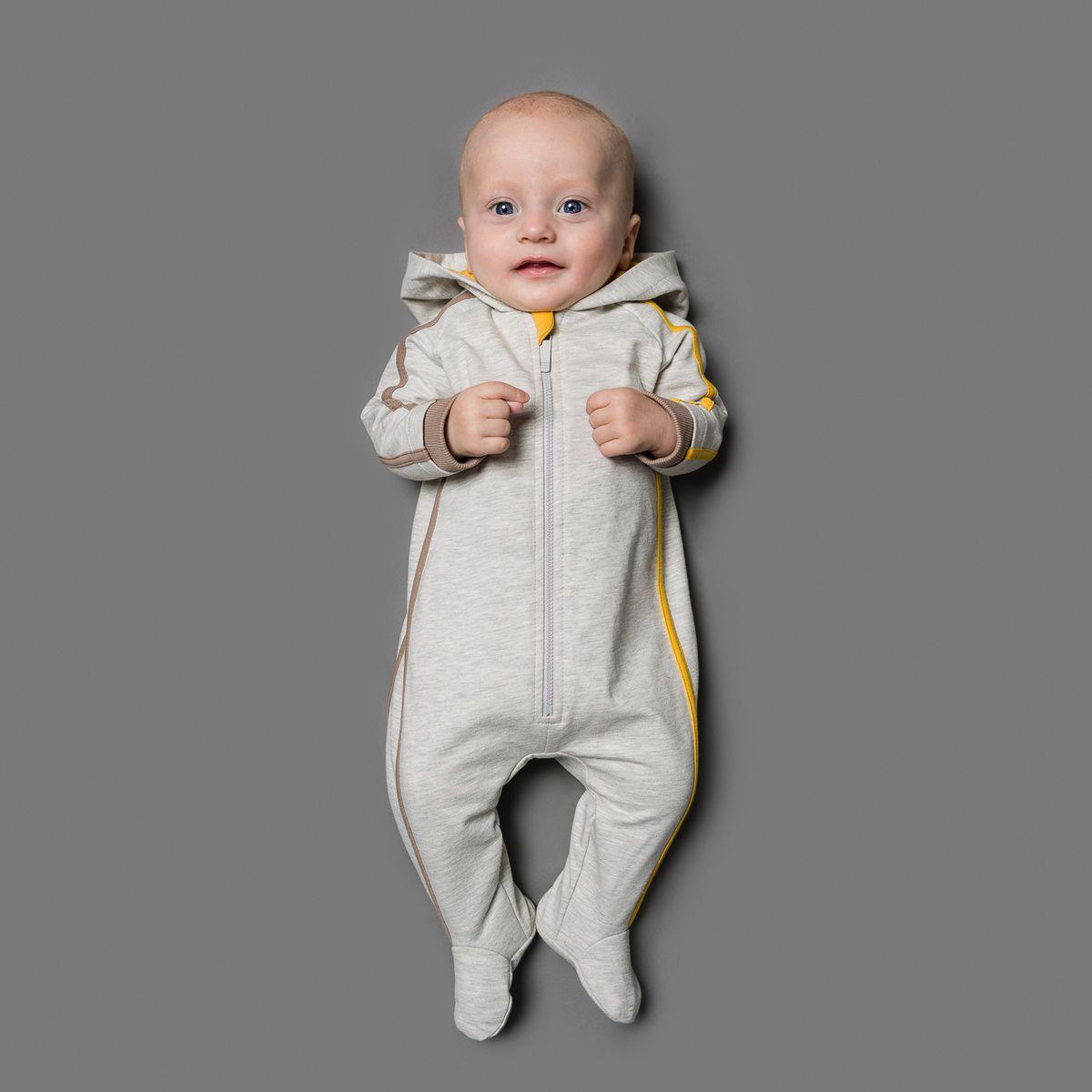 Комбинезон для мальчика Ёмаё, цвет: серый меланж, желтый, коричневый. 22-521. Размер 6222-521Комбинезон Ёмаё, изготовленный из футера - очень удобный и практичный вид одежды для малышей.Комбинезон с капюшоном и закрытыми ножками застегивается спереди на пластиковую застежку-молнию, что помогает с легкостью переодеть ребенка. На рукавах предусмотрены широкие эластичные манжеты, не пережимающие ручки малыша. Сзади модель дополнена двумя накладными кармашками. Оформлено изделие контрастными бейками и принтом на спортивную тематику. Комбинезон полностью соответствует особенностям жизни младенца в ранний период, не стесняя и не ограничивая его в движениях!
