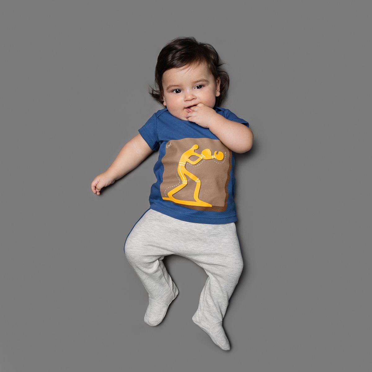 Ползунки для мальчика Ёмаё, цвет: серый меланж. 26-252. Размер 6226-252Ползунки для мальчика Ёмаё выполнены из натурального хлопка.Модель с закрытыми ножками подходят для ношения с подгузником и без него. На талии они имеют широкую трикотажную резинку, не сжимающую животик ребенка. Ползунки оформлены контрастными лампасами.