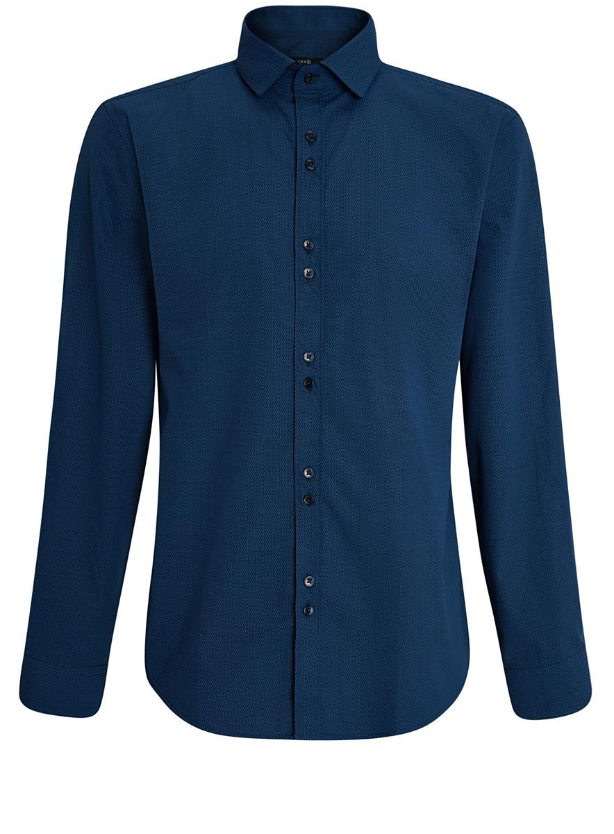 Рубашка мужская oodji, цвет: темно-синий, синий. 3L110199M/19370N/7975G. Размер 38 (44-182)3L110199M/19370N/7975GСтильная мужская рубашка oodji выполнена из натурального хлопка. Модель с отложным воротником и длинными рукавами застегивается на пуговицы спереди. Манжеты рукавов дополнены застежками-пуговицами. Оформлена рубашка оригинальным узорчатым принтом.