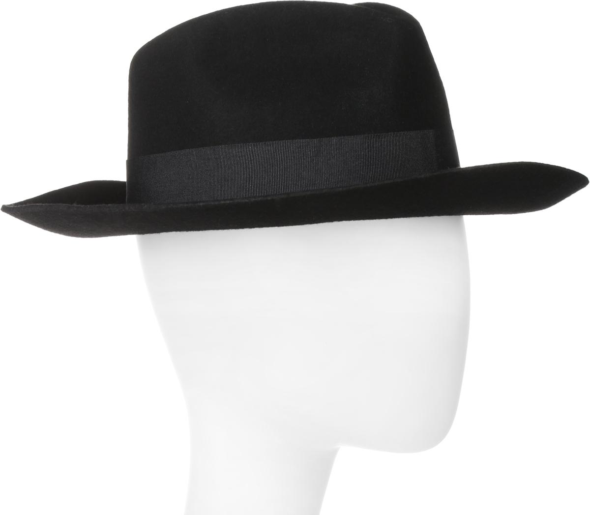 Шляпа Goorin Brothers, цвет: черный. 600-9317. Размер L (59)600-9317Элегантная шляпа Goorin Brothers, выполненная из высококачественного тонкого фетра, дополнит любой образ. Модель с А-образной тульей с продольным заломом и со слегка загнутыми вверх полями. Внутри модель дополнена плотной тесьмой для комфортной посадки изделия по голове. Шляпа-федора по тулье оформлена репсовой лентой с лаконичным бантом и дополнена металлическим элементом в виде логотипа бренда.Такая шляпа подчеркнет вашу неповторимость и прекрасный вкус.