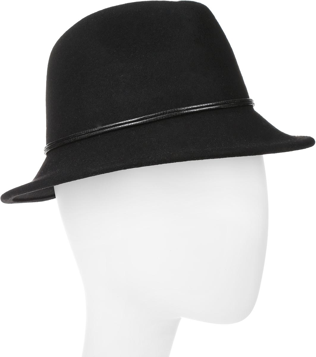 Шляпа женская Goorin Brothers, цвет: черный. 600-9323. Размер M (57)600-9323Элегантная женская шляпа Goorin Brothers, выполненная из натуральной шерсти, дополнит любой образ. Модель с узкими полями, невысокой А-образной тульей с продольными заломами и изогнутыми вниз полями. Шляпа-федора по тулье оформлена тонким двойным шнурком и дополнена металлическим элементом. Внутри модель дополнена плотной тесьмой для комфортной посадки изделия по голове. Аккуратные поля шляпы придадут вашему образу таинственности и шарма. Такая шляпа подчеркнет вашу неповторимость и прекрасный вкус.