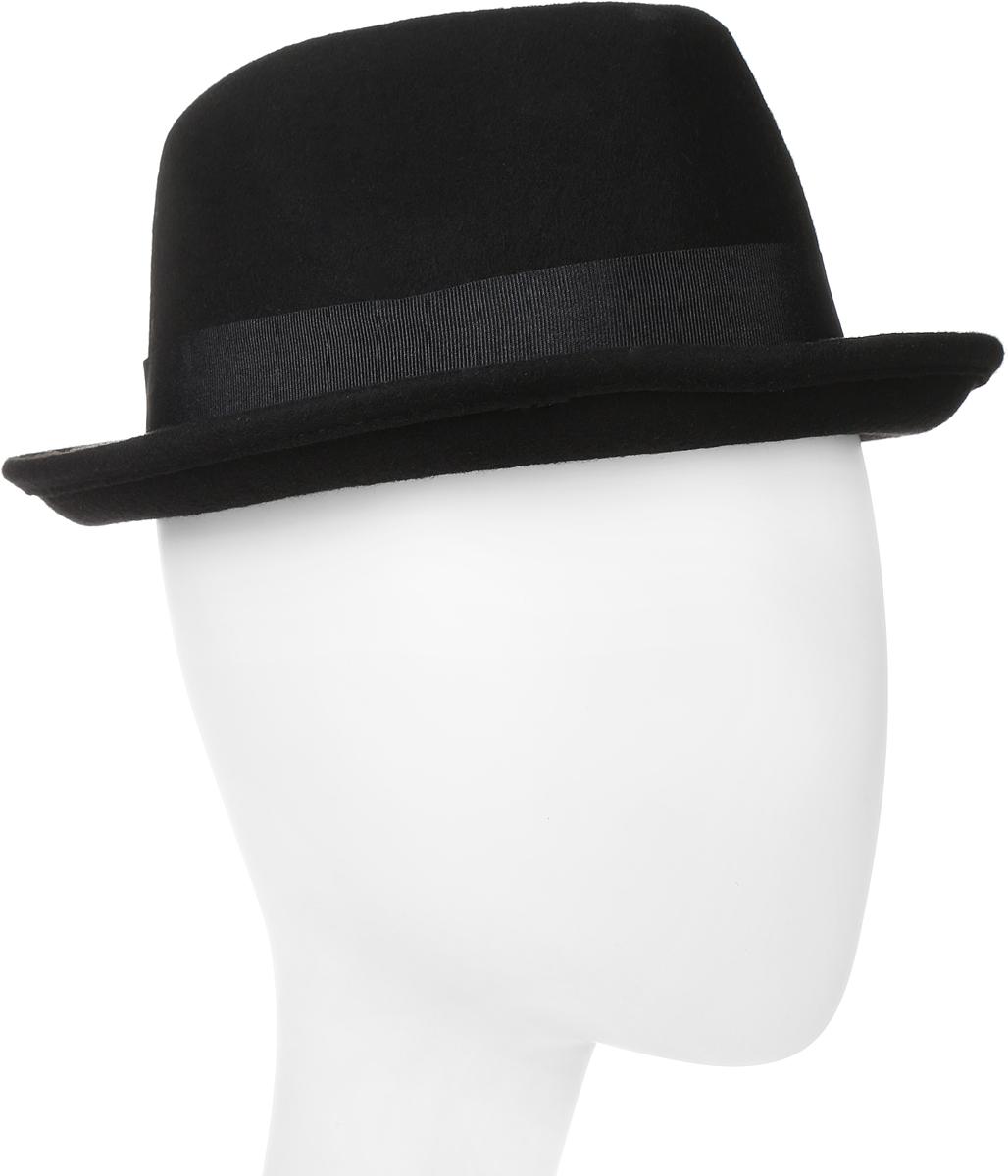 Шляпа Goorin Brothers, цвет: черный. 100-5799. Размер M (57)100-5799Элегантная шляпа Goorin Brothers, выполненная из фетра, дополнит любой образ. Модель с узкими полями, невысокой вертикальной тульей с продольным заломом и загнутыми вверх полями. Шляпа Homburg по тулье оформлена широкой текстильной лентой с бантом и дополнена металлическим элементом в виде логотипа бренда. Внутри модель дополнена подкладкой из шелковистого полиэстера и плотной тесьмой для комфортной посадки изделия по голове. Аккуратные поля шляпы придадут вашему образу таинственности и шарма. Такая шляпа подчеркнет вашу неповторимость и прекрасный вкус.