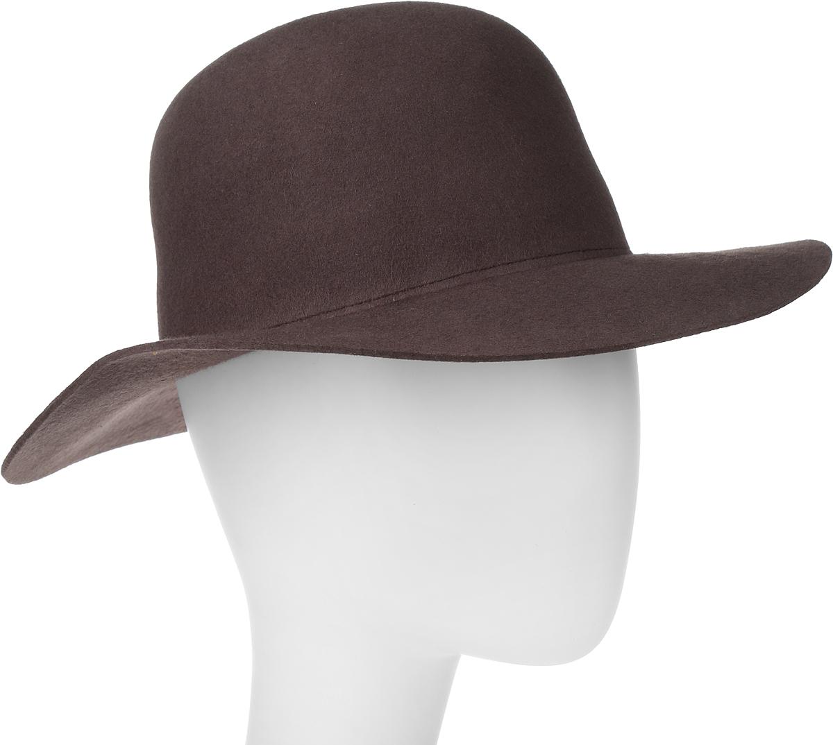 Шляпа Goorin Brothers, цвет: темно-коричневый. 100-9697. Размер M (57)100-9697Элегантная шляпа Goorin Brothers, выполненная из шерстяного фетра, дополнит любой образ. Модель с конструкцией тульи open crown и прямыми полями. Особенность такой шляпы в том, что Вы можете сформировать продольную вмятину на тулье и защипы по её бокам собственноручно - эластичный фетр легко поддаётся корректировке пальцами.Такая шляпа подчеркнет вашу неповторимость и прекрасный вкус. За счёт своей свободной конструкции модель большемерит.