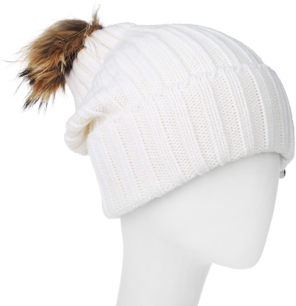 Шапка женская Marhatter, цвет: белый. MLH6190. Размер 56/58MLH6190Теплая женская шапка Marhatter отлично дополнит ваш образ в холодную погоду. Сочетание шерсти и акрила максимально сохраняет тепло и обеспечивает удобную посадку, невероятную легкость и мягкость.Удлиненная шапка с отворотом выполнена в лаконичном однотонном стиле и дополнена на макушке пушистым помпоном из натурального меха енота. Спереди модель дополнена небольшой металлической пластиной с изображением снежинки. Незаменимая вещь на прохладную погоду. Модель составит идеальный комплект с модной верхней одеждой, в ней вам будет уютно и тепло.Уважаемые клиенты!Размер, доступный для заказа, является обхватом головы.