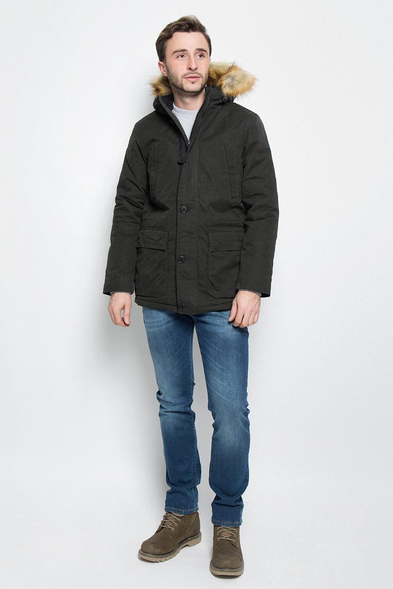 Куртка мужская Wrangler, цвет: темно-зеленый. W4631XURY. Размер L (50)W4631XURYМужская куртка Wrangler выполнена из хлопка. Наполнитель - синтепон. Модель с длинными рукавами и несъемным капюшоном на кнопках застегивается на застежку-молнию спереди и имеет ветрозащитный клапан на пуговицах. Изделие дополнено двумя втачными карманами на застежках-молниях и двумя накладными карманами с клапанами на кнопках спереди, а также втачным внутренним карманом на застежке-молнии и внутренним накладным карманом. Рукава дополнены хлястиками с кнопками. Объем капюшона регулируется при помощи шнурка-кулиски.