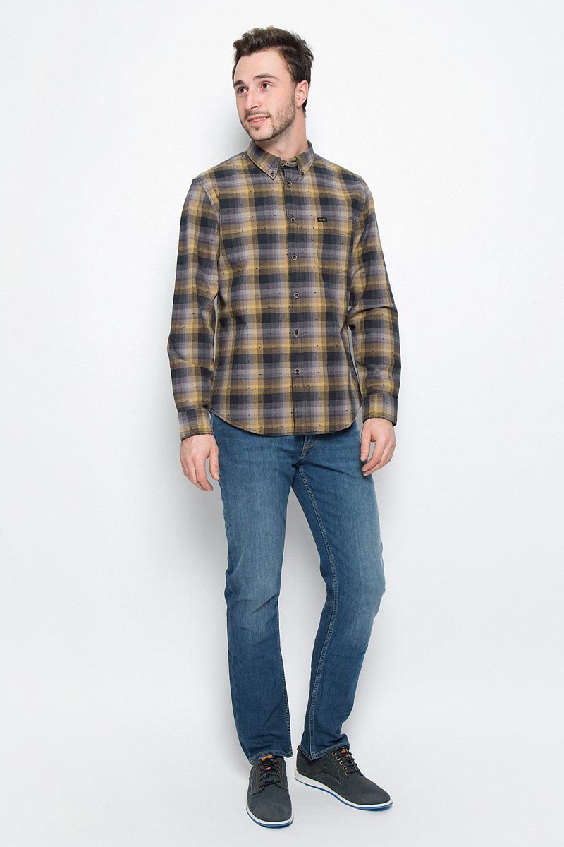 Рубашка мужская Lee, цвет: серый, горчичный. L880CIRU. Размер L (50)L880CIRUМужская рубашка Lee выполнена из натурального хлопка. Рубашка regular fit с длинными рукавами и отложным воротником застегивается на пуговицы спереди. Манжеты рукавов также застегиваются на пуговицы. Рубашка оформлена принтом в клетку. Модель дополнена накладным нагрудным кармашком.