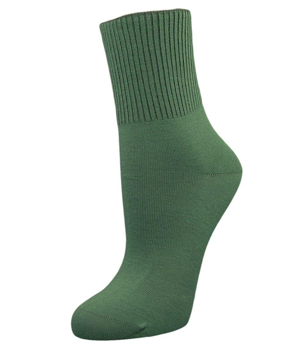 Носки женские Гранд, цвет: бирюзовый, 2 пары. SCL67. Размер 23/25SCL67Женские носки Гранд с медицинской резинкой изготовлены по специальной технологии для людей, страдающих заболеваниями ног, а также для тех, кто думает о своем здоровье и хочет предотвратить эти заболевания. Данная модель медицинских носков мягкая, удобная, эластичная и прочная. Носки предназначены для оздоровления ног и профилактики венозной недостаточности, а также для снятия синдрома тяжести в ногах. Носки с бесшовной технологией зашивки мыска (кеттельный шов) изготовлены по европейским стандартам из лучшей гребенной пряжи, хорошо держат форму и обладают повышенной воздухопроницаемостью, имеют безупречный внешний вид, усиленные пятку и мысок для повышенной износостойкости, после стирки не меняют цвет. Компания Гранд использует только натуральные волокна для изготовления лечебных носков по всем требованиям медицинских стандартов.