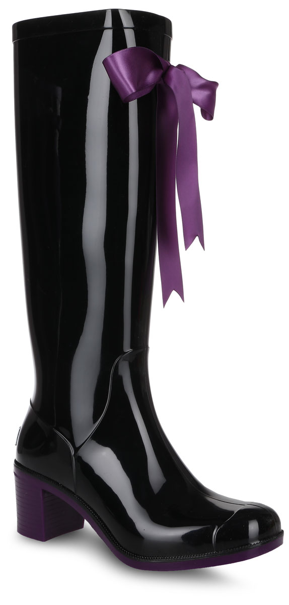 Резиновые сапоги женские Boomboots, цвет: черный, фиолетовый. G78/Black&Violet. Размер 36G78/Black&VioletРезиновые сапоги на каблуке от Boomboots выполнены из поливинилхлорида. Цельнолитая модель полностью герметична. Стелька изготовлена из вспененного полимера с текстильным покрытием. Верх голенища декорирован атласным бантом. Задник дополнен логотипом бренда. Подошва оснащена рифлением.