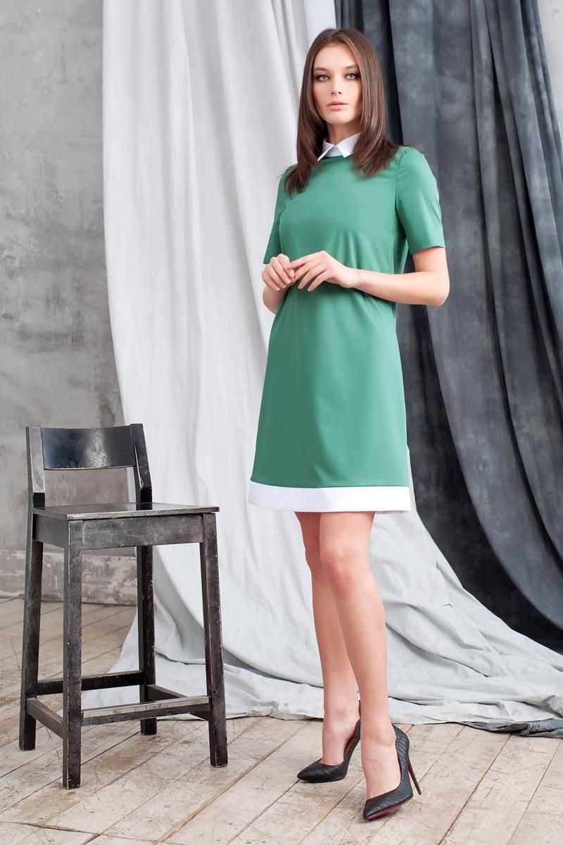 Платье Ruxara, цвет: зеленый. 0113741. Размер 480113741Элегантное платье из ткани костюмной группы. Модель трапециевидного силуэта с коротким рукавом. Низ платья оформлен полосой контрастного цвета. Воротник отложной на стойке с застежкой на пуговицы сзади. В среднем шве спинки застежка на потайную молнию. Нежное платье поможет создать образы на разные случаи жизни.