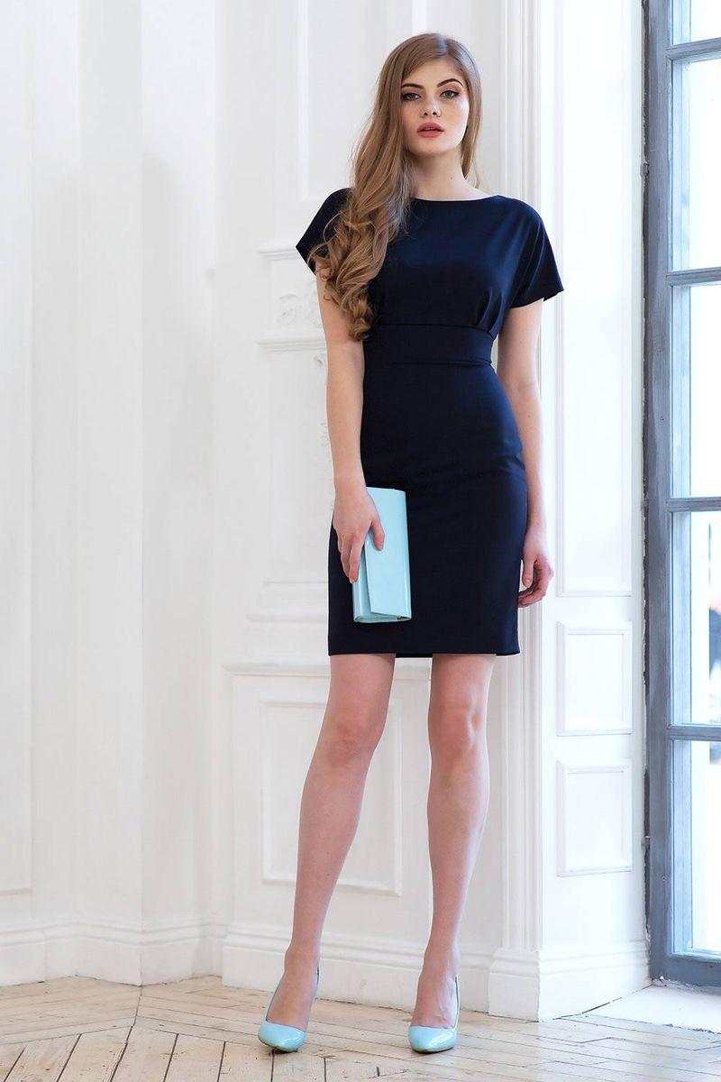 Платье Ruxara, цвет: темно-синий. 0107800. Размер 420107800Стильное прямое платье длиной до колена отрезное по линии талии. Рукав короткий цельнокроеный. На спинке разрез до талии, застегивается на две пуговицы у шеи. Застежка на молнию в среднем шве спинки юбки.