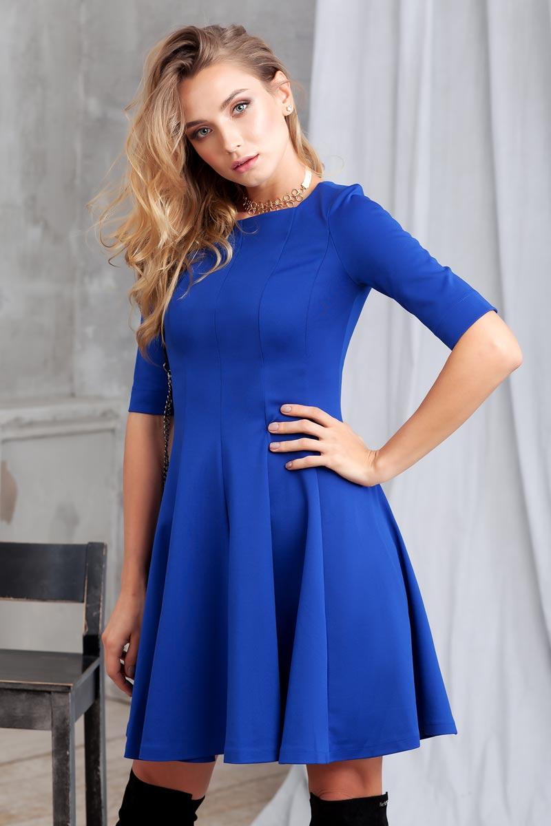 Платье Ruxara, цвет: синий. 0105005. Размер 480105005Стильное платье из плотного трикотажа с рукавом до локтя. Модель приталенного силуэта с расклешеной юбкой. Вырез горловины каре.