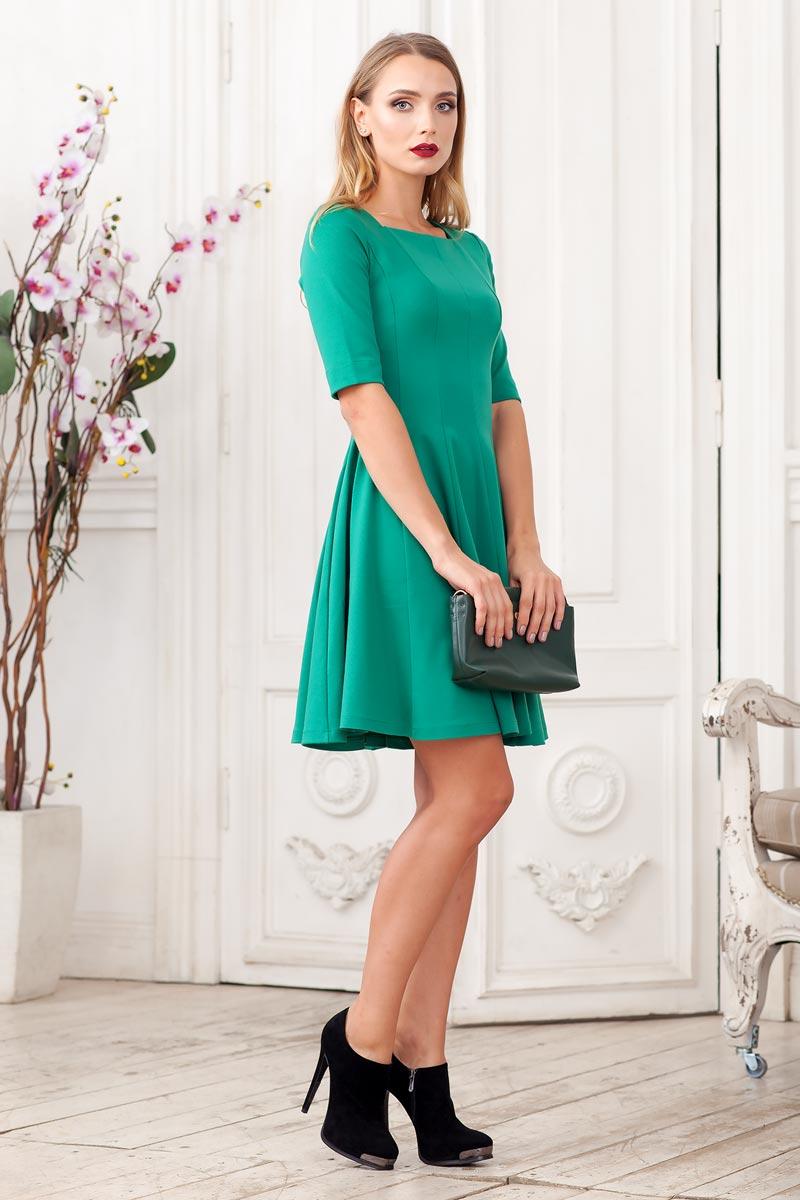 Платье Ruxara, цвет: темно-зеленый. 0105005. Размер 480105005Стильное платье из плотного трикотажа с рукавом до локтя. Модель приталенного силуэта с расклешеной юбкой. Вырез горловины каре.