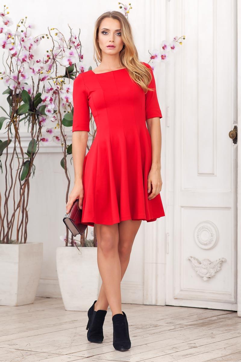 Платье Ruxara, цвет: красный. 0105005. Размер 460105005Стильное платье из плотного трикотажа с рукавом до локтя. Модель приталенного силуэта с расклешеной юбкой. Вырез горловины каре.