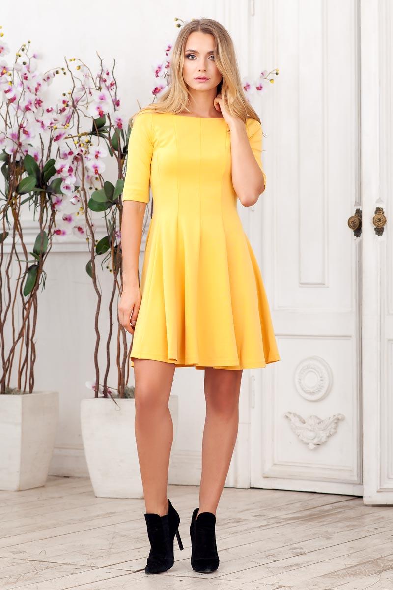 Платье Ruxara, цвет: яркая горчица. 0105005. Размер 420105005Стильное платье из плотного трикотажа с рукавом до локтя. Модель приталенного силуэта с расклешеной юбкой. Вырез горловины каре.