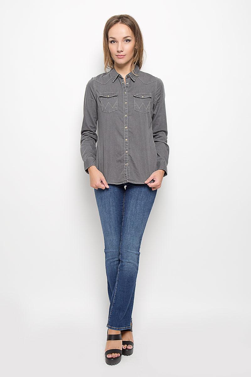 Джинсы женские Wrangler Avery, цвет: синий. W26P9179H. Размер 26-32 (42-32)W26P9179HСтильные женские джинсы Wrangler Avery созданы специально для того, чтобы подчеркивать достоинства вашей фигуры. Модель расклешенного кроя и средней посадки станет отличным дополнением к вашему современному образу. Застегиваются джинсы на пуговицу в поясе и ширинку на застежке-молнии, имеются шлевки для ремня. Спереди модель оформлена двумя втачными карманами и одним небольшим секретным кармашком, а сзади - двумя накладными карманами.Эти модные и в тоже время комфортные джинсы послужат отличным дополнением к вашему гардеробу. В них вы всегда будете чувствовать себя уютно и комфортно.
