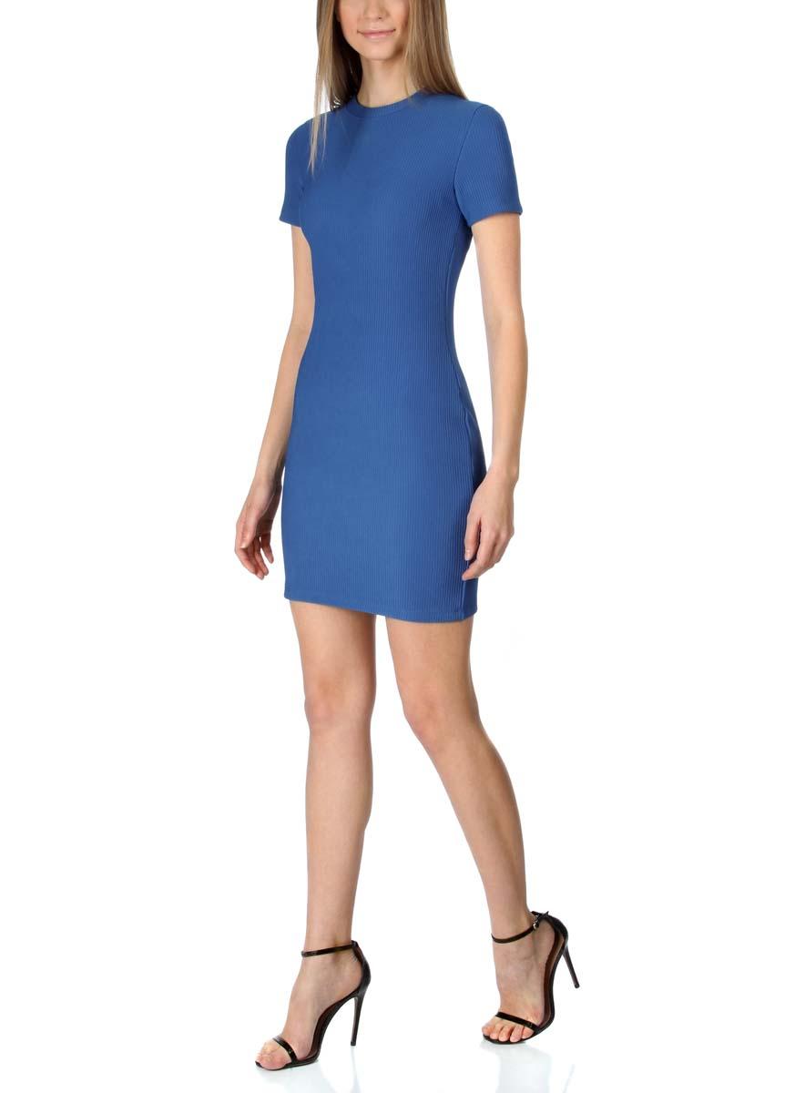 Платье oodji Ultra, цвет: синий. 14011007/45262/7500N. Размер L (48)14011007/45262/7500NСтильное трикотажное платье oodji Ultra выполнено из высококачественного комбинированного материала в мелкую резинку, мягкого и нежного на ощупь. Модель по фигуре с круглым вырезом горловины и короткими рукавами застегивается на спинке на застежку-молнию.