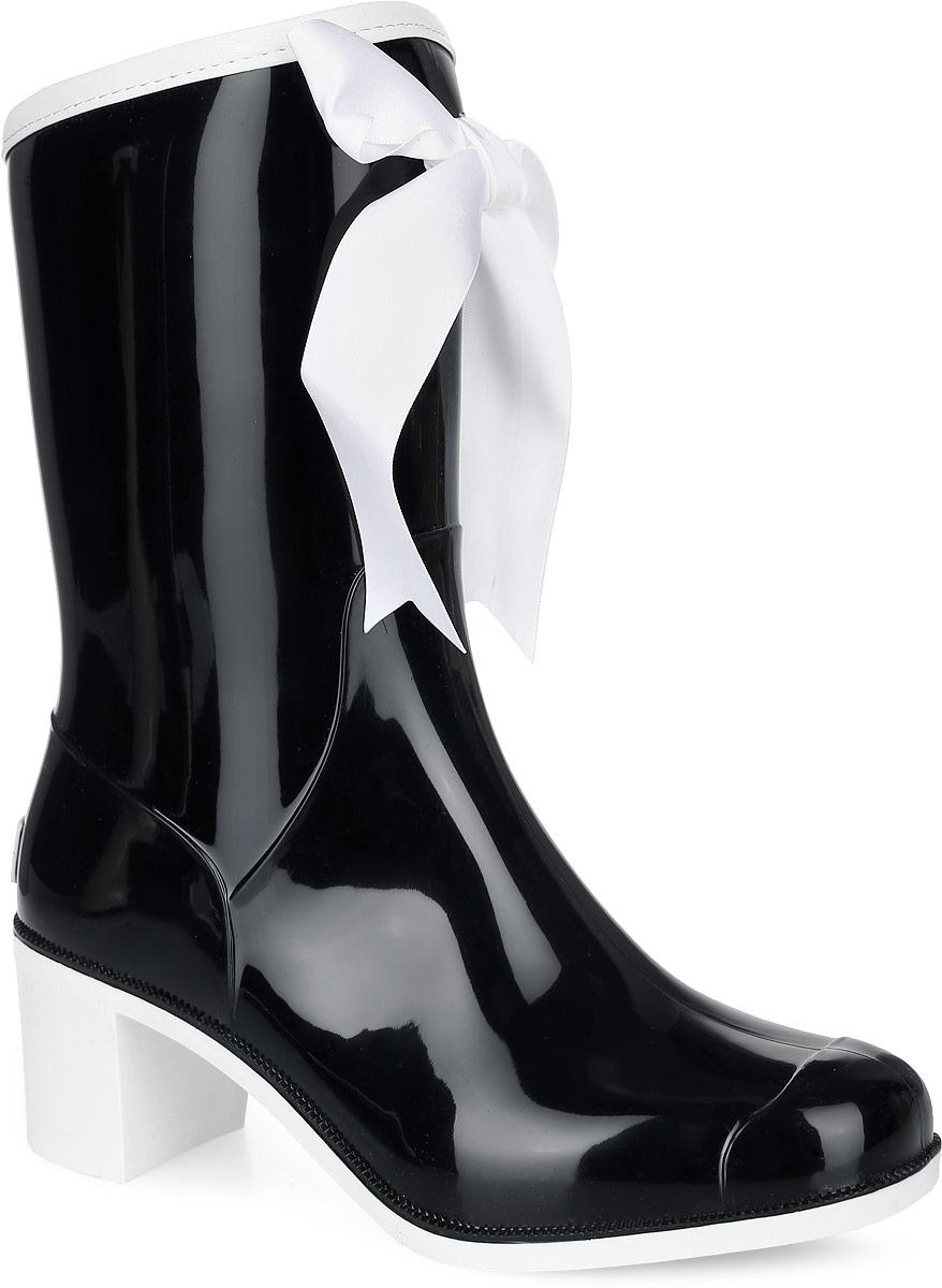 Резиновые сапоги женские Boomboots, цвет: черный, белый. G59/Black&White_warm. Размер 37G59/Black&White_warmРезиновые сапоги на каблуке от Boomboots выполнены из поливинилхлорида. Цельнолитая модель полностью герметична. Подкладка и стелька изготовлены из мягкого ворсина. Верх голенища декорирован атласным бантом и дополнен окантовкой из искусственной кожи контрастного цвета. Модель на застежке-молнии. Задник декорирован логотипом бренда. Подошва оснащена рифлением.