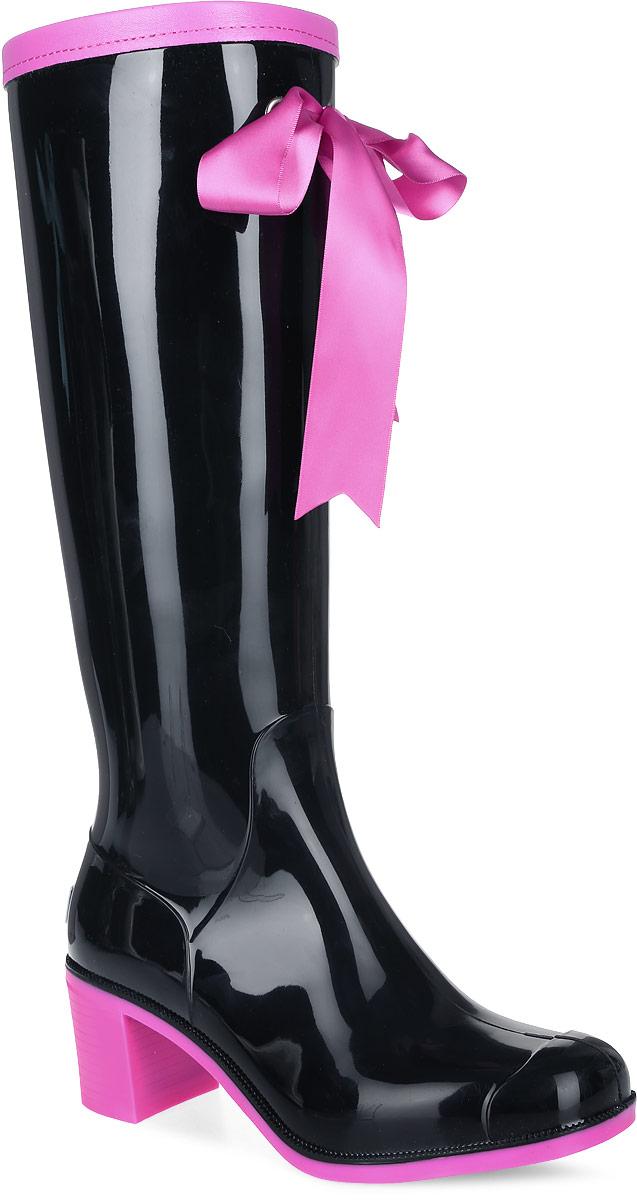 Резиновые сапоги женские Boomboots, цвет: черный, розовый. G78/Black&Pink_warm. Размер 39G78/Black&Pink_warmРезиновые сапоги на каблуке от Boomboots выполнены из поливинилхлорида. Цельнолитая модель полностью герметична. Подкладка и стелькаизготовлены из мягкого ворсина. Верх голенища декорирован атласным бантом и дополнен окантовкой из искусственной кожи контрастногоцвета. Модель на застежке-молнии. Задник декорирован логотипом бренда. Подошва оснащена рифлением.