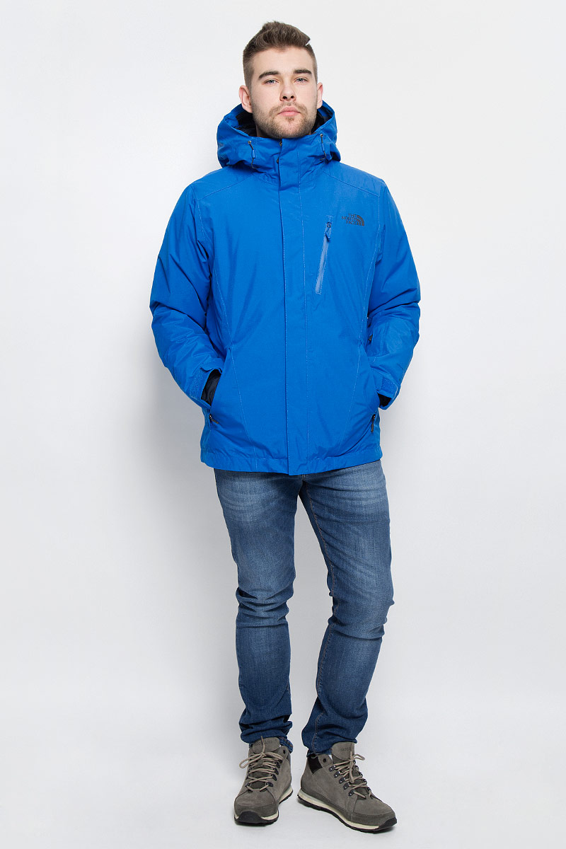Куртка мужская The North Face M Descendit Jkt, цвет: сине-голубой. T0CSK1F89. Размер L (48/50)T0CSK1F89Мужская куртка The North Face M Descendit Jkt выполнена из высококачественного полиэстера. Материал изготовлен при помощи технологии DryVent, которая обеспечивает превосходные водонепроницаемые и дышащие свойства, и остается сухой как изнутри, так и снаружи. Подкладка изготовлена нейлона. В качестве утеплителя используется полиэстер, который отлично сохраняет тепло.Куртка прямого кроя с несъемным капюшоном застегивается на застежку-молнию с ветрозащитной планкой на липучках и кнопках. Край капюшона дополнен эластичным шнурком со стоплерами. Рукава с внутренней стороны дополнены эластичными манжетами, а с внешней хлястиком на липучке. Проймы рукавов в нижней части дополнены застежками-молниями, которые можно расстегнуть в случае необходимости. Спереди расположено три прорезных кармана на застежке-молнии, с внутренней стороны - большой накладной карман, втачной кармана на застежке-молнии, а также предусмотрено отверстие для наушников. На левом рукаве расположен втачной карман на застежке-молнии. Низ изделия с внутренней стороны дополнено ветрозащитной планкой на кнопках. Изделие оформлено символикой бренда.