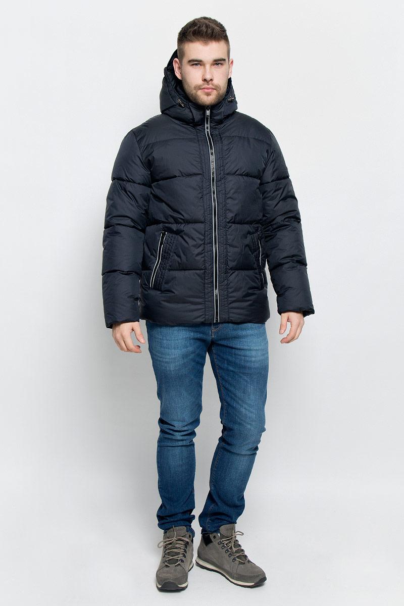 Куртка мужская Grishko, цвет: темно-синий. AL-2973. Размер 56AL-2973Мужская куртка Grishko выполнена из полиамида. Подкладка изготовлена полиэстера. В качестве утеплителя используется полиэфирное волокно, которое отлично сохраняет тепло.Куртка прямого кроя со съемным капюшоном и воротником-стойкой застегивается на застежку-молнию с внутренней ветрозащитной планкой. Капюшон дополнен эластичным шнурком со стоплерами и пристегивается к изделию за счет застежки-молнии. Рукава дополнены внутренними трикотажными манжетами. Спереди расположено два прорезных кармана на застежке-молнии, с внутренней стороны - накладной карман на застежке-молнии и втачной карман на кнопке. Изделие оформлено фирменным логотипом.Теплоизоляция до -25°С.