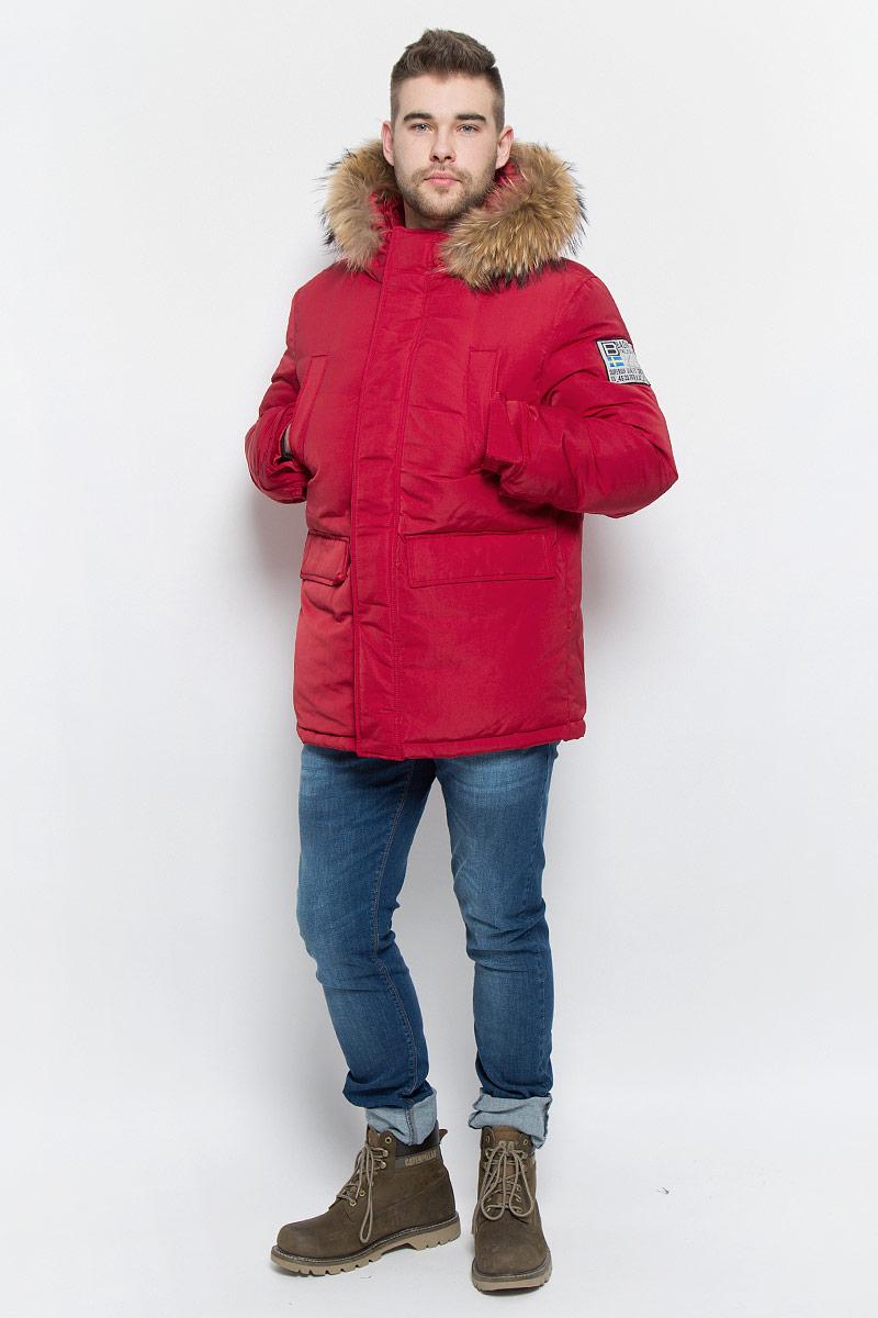 Пуховик мужской Baon, цвет: темно-красный. B506523. Размер L (50)B506523_RUBINМужской пуховик Baon изготовлен из высококачественного полиэстера. В качестве утеплителя используется натуральный пух.Куртка с несъемным капюшоном застегивается на застежку-молнию с двумя бегунками и дополнительно имеет ветрозащитную планку на кнопках. Капюшон оснащен эластичными шнурками со стопперами и оформлен натуральным мехом, который пристегивается к нему за счет застежки-молнии. Низ рукавов дополнен хлястиками на кнопках. Объем по линии талии регулируется с помощью эластичного шнурка со стоппером. Спереди имеются четыре прорезных кармана с клапанами на кнопках, с внутренней стороны - два прорезных кармана на застежках-молниях. Модель оформлена фирменными нашивками.