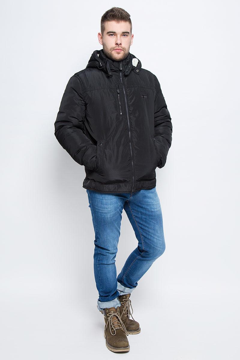 Куртка мужская Finn Flare, цвет: черный. W16-22000_200. Размер XXXL (56)W16-22000_200Мужская куртка Finn Flare с длинными рукавами, воротником-стойкой и съемным капюшоном на кнопках выполнена из полиэстера. Наполнитель - синтепон. Капюшон изделия оснащен шнурком-кулиской. Объем воротника регулируется при помощи узкого ремешка с металлической пряжкой. Куртка застегивается на застежку-молнию спереди. Изделие оснащено двумя накладными карманами на кнопках и втачным карманом на застежке-молнии спереди, а также одним внутренним втачным карманом на застежке-молнии и двумя накладными карманами. Рукава дополнены внутренними трикотажными манжетами.