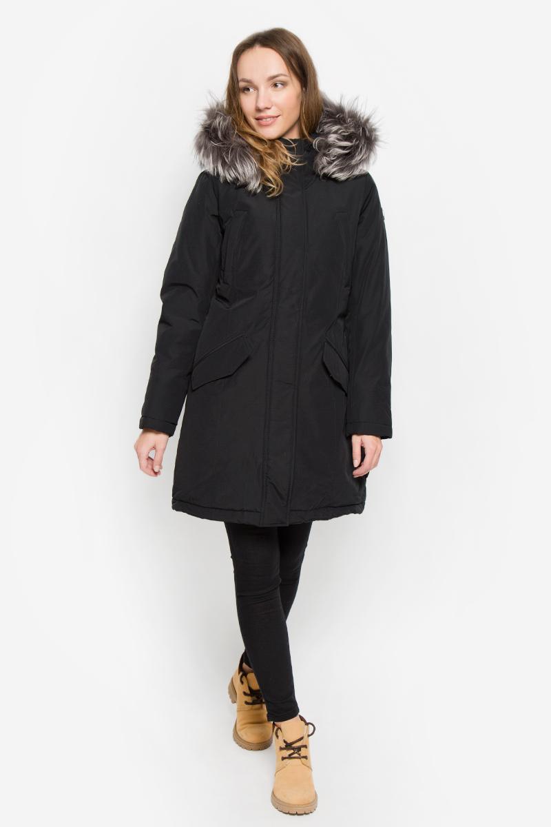 Куртка женская Baon, цвет: черный. B036517. Размер M (46)B036517_BLACKЖенская куртка Baon выполнена из хлопка с добавлением полиамида. Наполнитель - синтепон. Модель с длинными рукавами и несъемным капюшоном застегивается на застежку-молнию спереди и имеет ветрозащитный клапан на кнопках. Изделие дополнено двумя втачными карманами на застежках-молниях и двумя втачными карманами с клапанами на кнопках спереди. Рукава дополнены внутренними трикотажными манжетами. Капюшон украшен съемным натуральным мехом на кнопках.