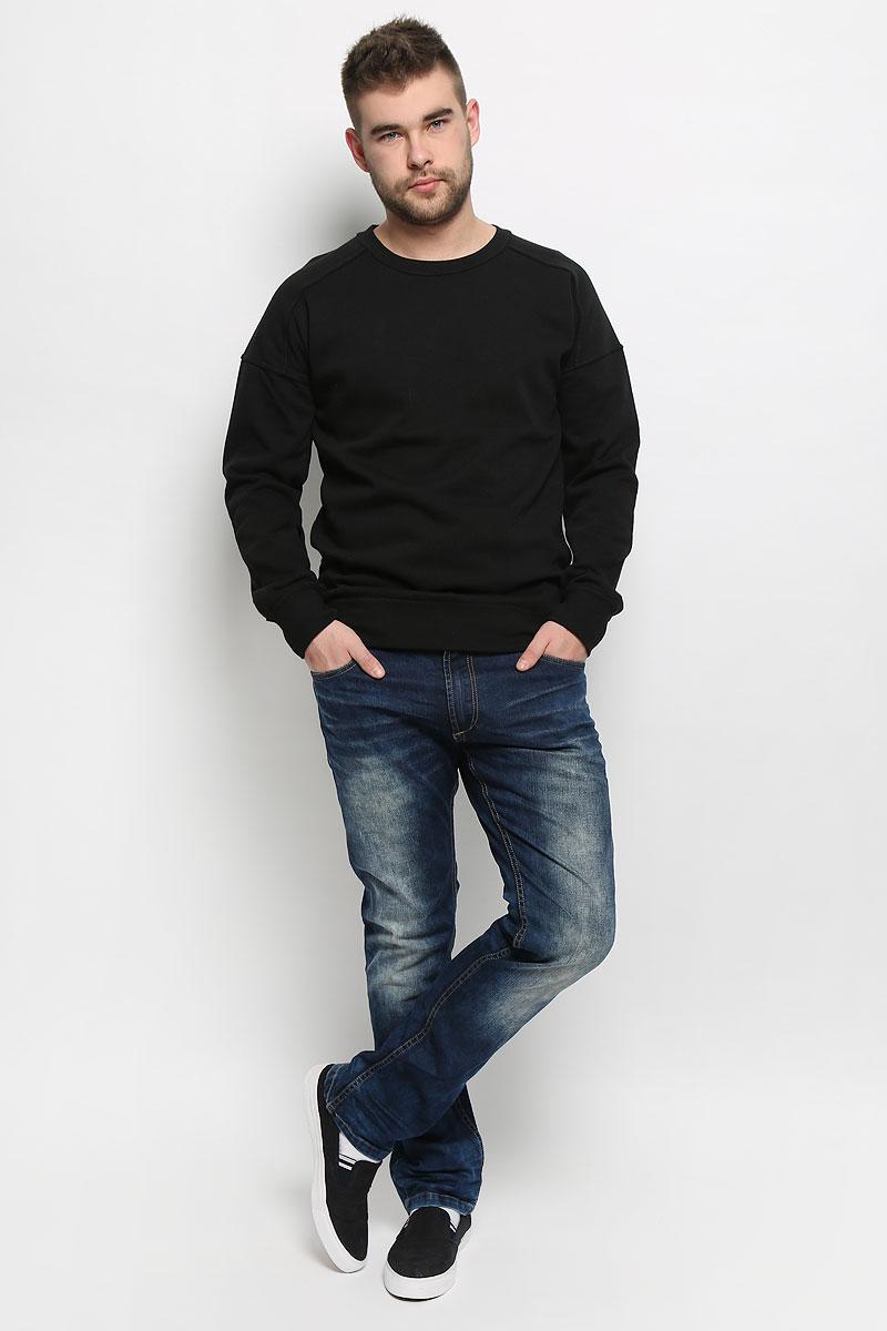 Джинсы мужские Broadway Pants, цвет: темно-синий. 20100454_537. Размер 31-32 (46/48-32)20100454_537Стильные мужские джинсы Broadway Pants выполнены из хлопка с добавлением эластана. Модель по поясу застегивается на пуговицу и имеет ширинку на застежке-молнии. На поясе предусмотрены шлевки для ремня. Изделие имеет классический пятикарманный крой: спереди - два втачных кармана и один маленький накладной, а сзади - два накладных кармана. Изделие оформлено потертостями и контрастной прострочкой.