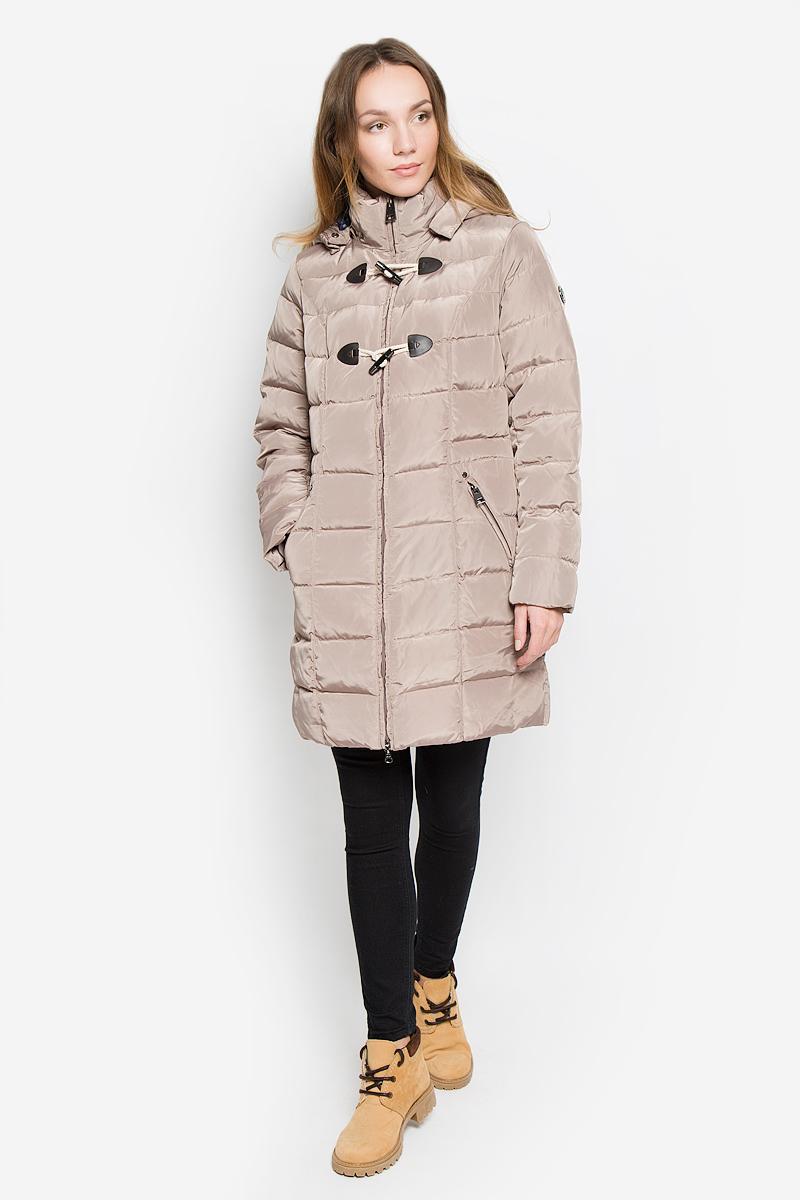 Пальто женское Finn Flare, цвет: темно-бежевый. W16-12019_602. Размер M (46)W16-12019_602Стильное женское пальто Finn Flare изготовлено из высококачественного полиэстера. В качестве утеплителя используется пух с добавлением пера. Пальто с воротником-стойкой и съемным капюшоном, дополненным эластичным шнурком, застегивается на пластиковую молнию и дополнительно на оригинальные пуговицы. Капюшон пристегивается к пальто с помощью кнопок. Спереди расположены два прорезных кармана на застежках-молниях. Талия с внутренней стороны регулируется с помощью эластичного шнурка. Манжеты рукавов дополнены трикотажными напульсниками.