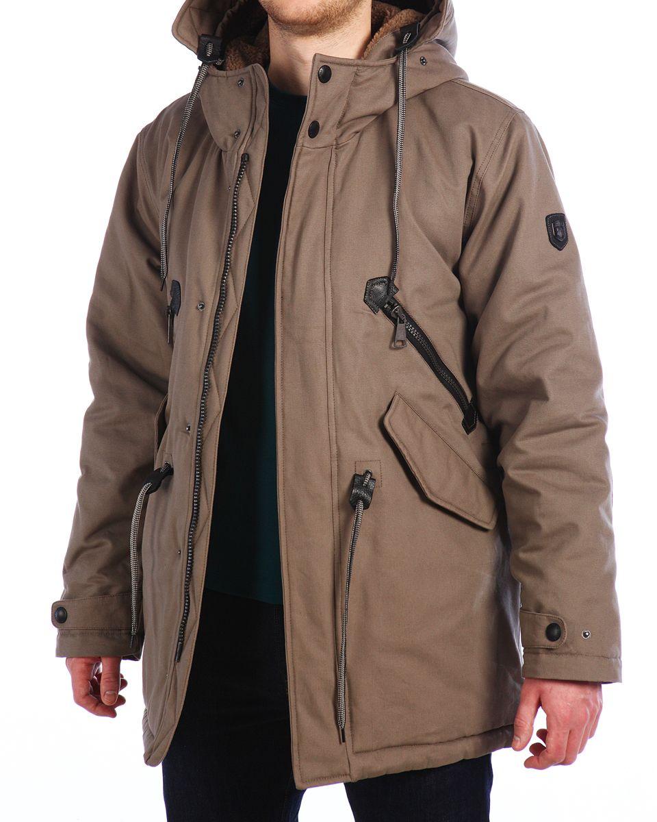 Куртка мужская Xaska, цвет: бежевый. 15512. Размер 5015512_WalnutМужская куртка Xaska изготовлена из натурального хлопка. В качестве утеплителя используется полиэстер. Куртка с несъемным капюшоном застегивается на застежку-молнию, а также дополнительно имеет ветрозащитную планку на кнопках. Капюшон оснащен текстильным шнурком со стопперами и дополнительно регулируется при помощи хлястика на кнопке. Рукава дополнены внутренними эластичными манжетами и дополнены хлястиками на кнопках. Объем по низу и талии регулируется с помощью эластичного шнурка со стопперами. Спереди имеются четыре кармана на застежках-молниях и кнопках, внутри расположены два прорезных кармана на молнии. На левом рукаве расположена небольшая металлическая пластина с названием бренда.