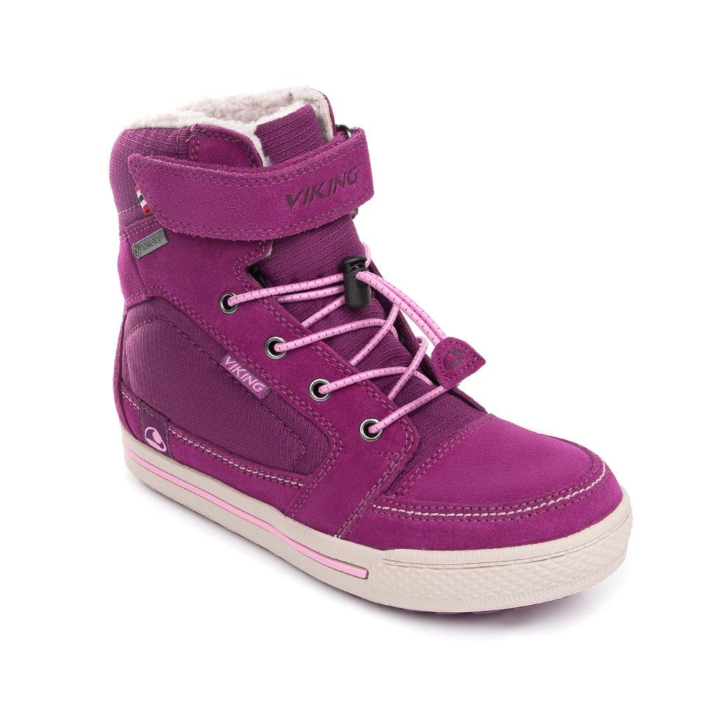 Ботинки для девочки Viking Zing GTX, цвет: сиреневый. 3-84500-06209. Размер 293-84500-06209Зимние ботинки от Viking приведут в восторг вашу девочку! Модель выполнена из натуральной замши и текстиля. Эластичная шнуровка и ремешок с застежкой-липучкой на подъеме обеспечивают надежную фиксацию обуви на ноге. Подкладка исполнена из ветро- и водонепроницаемой мембраны GORE-TEX , которая позволяет ногам дышать. Устойчивая подошва из резины и ЭВА-материала остается эластичной при любой температуре. Рифление на подошве обеспечивает надежное сцепление с поверхностью. Теплые и удобные ботинки - необходимая вещь в зимнем гардеробе каждого ребенка.