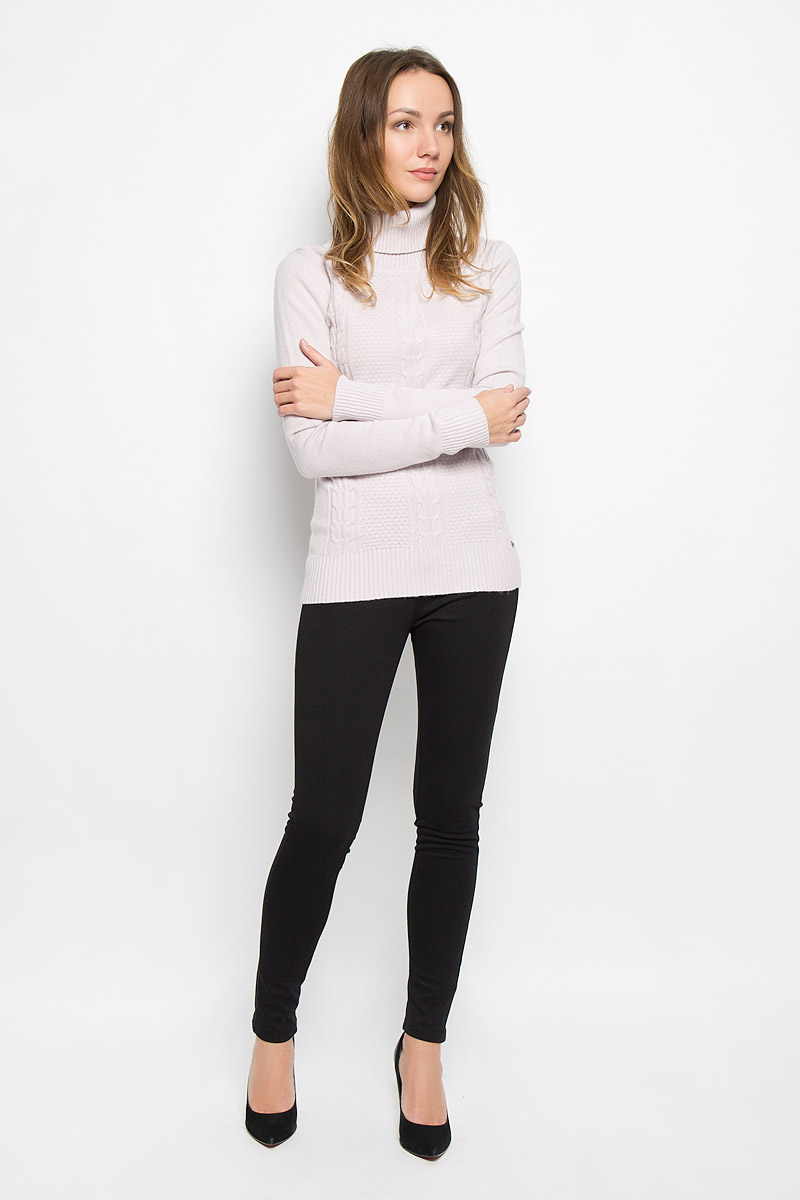 Свитер женский Finn Flare, цвет: серо-розовый. W16-32112_803. Размер L (48)W16-32112_803Модный женский свитер выполнен из комбинированной мягкой пряжи. Модель с воротником-гольф и длинными рукавами великолепно подойдет для холодной погоды. Воротник, низ изделия и манжеты рукавов связаны резинкой. Низ изделия дополнен металлической пластиной с логотипом бренда.