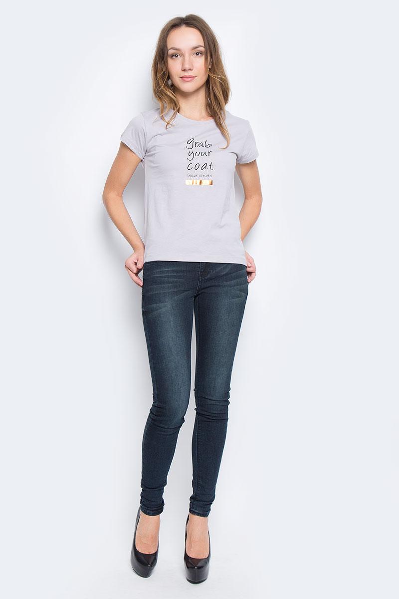 Футболка женская Broadway Charlize, цвет: светло-серый. 10156866_89A. Размер S (44)10156866_89AЖенская футболка Broadway Charlize выполнена из натурального хлопка. Модель с круглым вырезом горловины и короткими рукавами. Модель оформлена принтовыми надписями на английском языке.