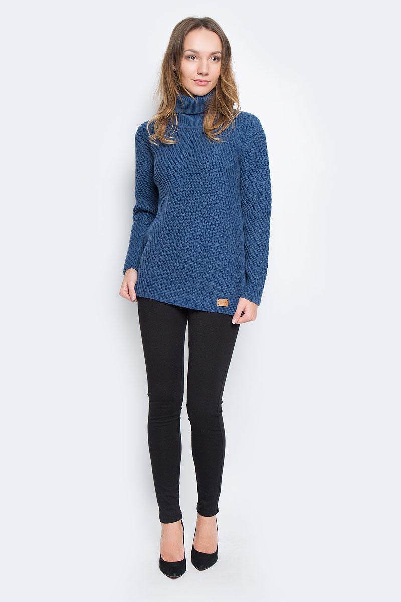 Свитер женский Finn Flare, цвет: темно-синий. W16-171240_140. Размер S (44)W16-171240_140Стильный женский свитер, выполненный из качественной пряжи, отлично дополнит ваш образ и согреет в холодную погоду. Модель с воротником-гольф и длинными рукавами немного удлинена.