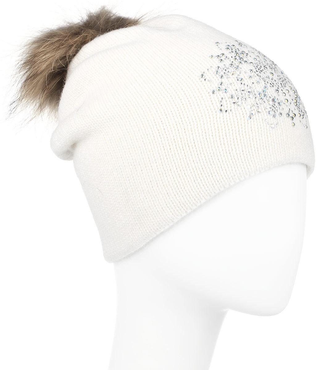 Шапка женская Finn Flare, цвет: молочный. W16-11128_711. Размер 56W16-11128_711Стильная женская шапка Finn Flare дополнит ваш наряд и не позволит вам замерзнуть в холодное время года. Шапка выполнена из высококачественной пряжи, что позволяет ей великолепно сохранять тепло и обеспечивает высокую эластичность и удобство посадки.Модель оформлена брендовой металлической пластиной, стразами и дополнена помпоном из натурального меха. Уважаемые клиенты!Размер, доступный для заказа, является обхватом головы.