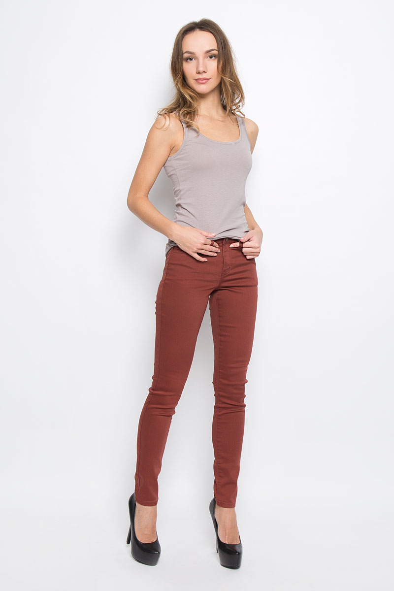 Брюки женские Broadway Jane, цвет: бордовый. 10156835_351. Размер M (46)10156835_351Женские брюки Broadway Jane выполнены из высококачественного комбинированного материала.Брюки-скинни застегиваются по поясу на металлическую пуговицу и имеют ширинку на застежке-молнии. Пояс дополнен шлевками для ремня. Спереди расположено два втачных кармана и один маленький накладной, сзади - два накладных кармана.