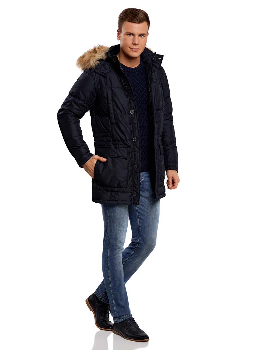 Куртка мужская oodji Lab, цвет: темно-синий. 1L414002M/44480N/7900N. Размер L (52/54-182)1L414002M/44480N/7900NСтильная мужская куртка oodji Lab изготовлена из высококачественного полиэстера. В качестве утеплителя используется полиэстер.Модель со съемным капюшоном, оформленным искусственным мехом, застегивается на застежку-молнию и дополнительно на двойной клапан с пуговицами. Капюшон, пристегивающийся с помощью пуговиц, регулируется с помощью шнурка и ремешка, и дополнен застежками-кнопками. Спереди расположены четыре накладных кармана, два из которых с клапанами на кнопках, на груди - два прорезных кармана на кнопках, с внутренней стороны - прорезной карман на застежке-молнии.С внутренней стороны, на талии модель регулируется с помощью шнурка.